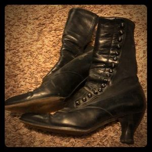 Shoes - Vintage 19th century-looking black boots
